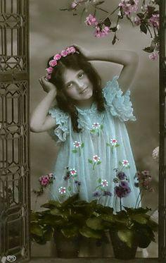 Vintage Postcard | Girl
