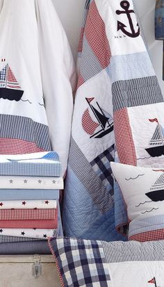 Nautical quilt_Borders between sailing boat blocks Nautical Quilt, Nautical Home, Nautical Bedding, Nautical Theme Bedrooms, Coastal Bedrooms, Girls Bedding Sets, Bedding Sets Online, Nautical Fashion, Boy Room