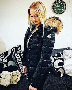Leather Jacket Outfits, Puffy Jacket, Fur Collars, Moncler, Parka, Winter Fashion, Jackets For Women, Winter Jackets, Lady