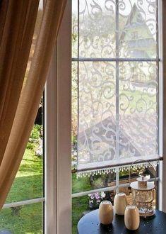 Gardinen schenken dem Raum einen besonderen Look. Man kann auch einfach den Vorhang selber machen. Wie das funktioniert, finden Sie hier.
