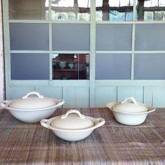 本日より、 銀座三越7階 リミックススタイル  ウィークエンド ダイニング&キッチンにて、 「あたたか冬料理」をテーマに陳列、展示販売しています。  こちらの大、中の土鍋、 右のココット鍋やグラタン皿など、冬に活躍できる耐熱皿を中心に、 定番のオーバル皿や輪花皿も並んでいます。  会期は、本日〜11/17 (火)までです。  お近くの方は、是非お立ち寄りくださいませ◎  #awabiware  #岡本純一
