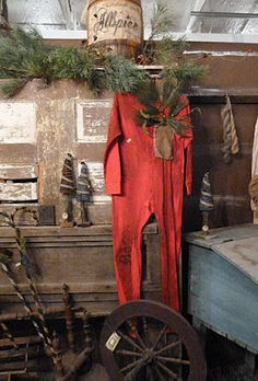 old red longjohns - Primitive Christmas. primitive-christmas by Fifilleaparis Primitive Christmas Decorating, Primitive Country Christmas, Prim Christmas, Winter Christmas, All Things Christmas, Vintage Christmas, Christmas Crafts, Christmas Decorations, Xmas