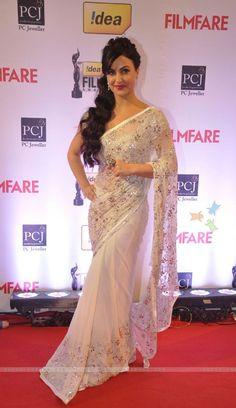 Greek Swedish 'Bollywood' Actor Elli Avram beautiful in a Saree at the 59th Idea Filmfare Awards 2014