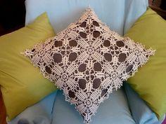 Manufaktura Rękodzieła. Poszewka na poduszkę wykonana ręcznie na szydełku