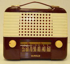"""1952 Dewald F517A """"Lunch Box"""" Tube AC DC Portable Radio"""