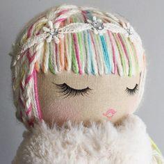 I just love these rainbow girls so much. Doll Crafts, Diy Doll, Doll Toys, Baby Dolls, Kids Dolls, Sewing Dolls, Doll Tutorial, Doll Hair, Soft Dolls