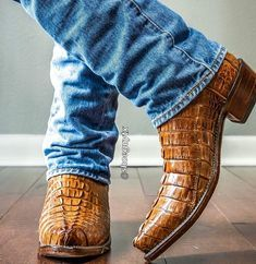 Crocs Boots, Mens Shoes Boots, Mens Boots Fashion, Sexy Boots, Jeans And Boots, Best Cowboy Boots, Custom Cowboy Boots, Western Boots For Men, Cowboy Boots Drawing