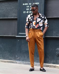 Floural shirts and that complementing trouser in your closet, let's dress up guys 💥 Suit Fashion, Fashion Pants, Mens Fashion, Mens Fall Street Style, Estilo Hipster, Moda Afro, Sunday Clothes, Designer Suits For Men, Stylish Mens Outfits