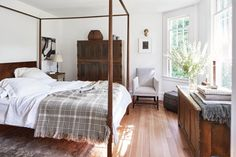 Connecticut Country Cottage Renovation - Designers Michael DePerno and Andrew Fry Home in Litchfield Country Connecticut, Teen Girl Bedrooms, Guest Bedrooms, Guest Room, Bedroom Color Schemes, Bedroom Colors, Discount Bedroom Furniture, Cottage Renovation, Inviting Home