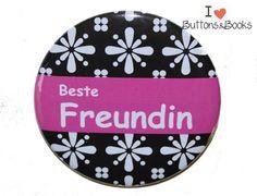 Spruchbutton-50mm-Ansteckbutton-beste+Freundin+von+Buttons&Books+auf+DaWanda.com