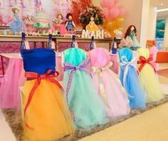 Chairs decorated to resemble Disney princesses! These would be cute as capes to be taken as the favors after the party. Disney Princess Birthday Party, Disney Princess Party, Princess Tutu, Princess Chair, Kids Party Decorations, Ideas Party, Princess Party Decorations, Party Fun, Fun Ideas