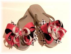 How to make bows for flip flops that are interchangeable!  This is for adults, but I would do it for Kate, prob not for me.  Cute!  :o)