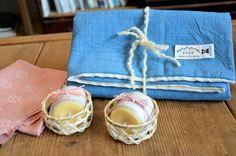 今日はひな祭り。 purée店内では今日から春らしい桜色の絹織物を飾り出しました。 . オーガニックコットンと備後絣で出来た枕カバーは、puréeとそらのき(@soranokiwear )のオリジナルコラボ商品。 柔らかいオーガニックコットンなら、顔の肌に優しく優しい眠りをもたらします。 . 新しい出発多い春の訪れに 新しい眠りのお供はいかがでしょうか。 . Hina festival day and Spring is coming! Our original pillow cover, made of organic cotton and bingo-kasuri, brings you comfortable sleeping for your skin:) . ⚪︎備後絣とオーガニックコットンの枕カバー ¥3780 (柄違いもございます。詳細はHPまで) ⚪︎お米のろうそく ティーライトキャンドル 2個入り ¥432 . #Kyoto #japan #pureekyoto #京都 #鞍馬口 #ひな祭り #春 #枕カバー #オーガニックコットン #備後絣 #新生活