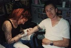 Tim Roth getting his tattoo of his youngest Sons names Creepy Guy, Reservoir Dogs, Tim Roth, Lie To Me, Celebs, Celebrities, Elvis Presley, Handsome, Singer