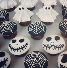 Spooky Halloween cupcakes! What's your favorite Halloween treat?