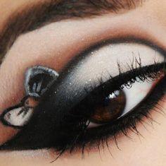 A kép legnépszerűbb címkéi között van: eye, makeup, eyes, bow és make up Eye Makeup, Makeup Geek, Makeup Art, Makeup Tips, Makeup Ideas, Punk Makeup, Makeup Tutorials, Idda Van Munster, Make Up Designs
