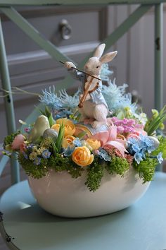 Hoppy Easter, Easter Bunny, Easter Flowers, Easter Holidays, Easter Wreaths, Diy Wreath, Table Decorations, Spring Decorations, Gallery Wall