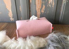 Tissuebox-cover LEAFSTE #tissuebox cover, made of 100% #woolfelt in cute #pink !!  FryskFilt op Etsy