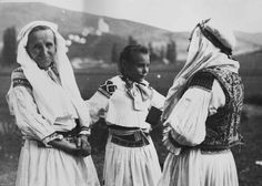 #KošeckéRovné #Považie #Slovensko #Словакия #Slovakia Heart Of Europe, Folklore, Traditional Outfits, Costumes, History, Country, Couple Photos, Fictional Characters, Beautiful