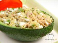 Salata de ton cu avocado Avocado Hummus, Guacamole, Clean Eating, Healthy Eating, Good Food, Yummy Food, Romanian Food, Pasta, Healthy Salad Recipes