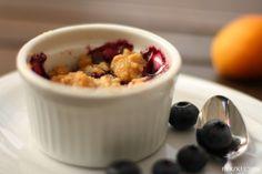 Herzkuchen: Aprikosen-Blaubeer-Crumble