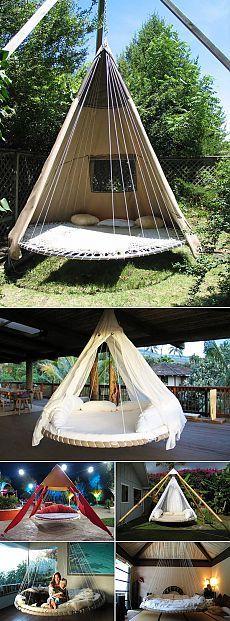 Старый детский батут превращается в уютный вигвам или висячую кровать.