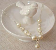 26$ Hey, j'ai trouvé ce super article sur Etsy, chez https://www.etsy.com/fr/listing/191458980/perle-et-strass-collier-ivory-pearl