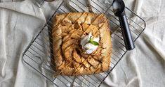 Galette με μήλα από τον Άκη Πετρετζίκη! Γλυκιά, σπιτική συνταγή για την ανοιχτή γαλλική τάρτα με κόκκινα μήλα και τραγανή βουτυρένια ζύμη!