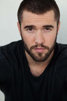 Josh Bowman should portray DC hero Nightwing. Beard Styles For Men, Hair And Beard Styles, Josh Bowman, Happy 27th Birthday, Emily Vancamp, Sexy Beard, Handsome Faces, Hairy Chest, Beard Care