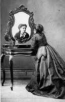 Muller, de clase social elevada, con vestimentas da época (Silvia)
