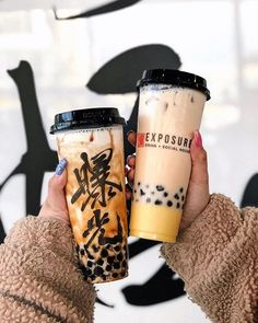 Another bubble tea spot in Richmond! On the left is… . Another bubble tea spot. Bubble Tea Shop, Bubble Milk Tea, Bubble Drink, Fun Drinks, Yummy Drinks, Yummy Food, Bubble Tea Supplies, Think Food, Starbucks Drinks