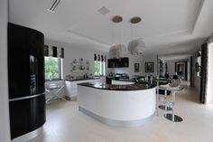 Quinta do Lago : Modern kitchen by Cheryl Tarbuck Design