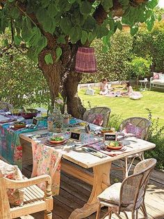 Love the use of the chintz fabric to set the table!