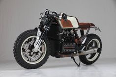 "Augh ""Suscettibile"" The Different Kappa - RocketGarage - Cafe Racer Magazine Cafe Racer Tv, Modern Cafe Racer, Cafe Racer Bikes, Guzzi V7, Moto Guzzi, Sidecar, K100 Bmw, Quad, Cafe Racer Magazine"