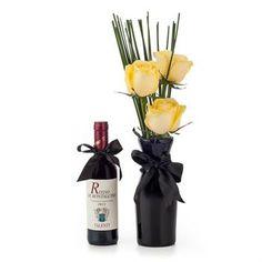 Já pensou em presentear um homem com flores?Ótimo para se destacar e ser original, este gift é composto por um lindo vaso de vidro preto, com rosas amarelas. Para dar sabor ao presente, um vinho Rosso di Montalcino 375ml.  FOUND IT! - presentes especiais para todas as ocasiões