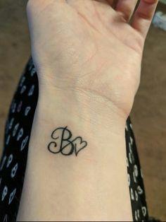 initial tattoo images for women Name Tattoo On Finger, Finger Tattoos, Body Art Tattoos, Neck Tattoos, Tattoo Side, Small Cross Tattoos, Small Tattoos, Mini Tattoos, Tattoo Hakuna Matata