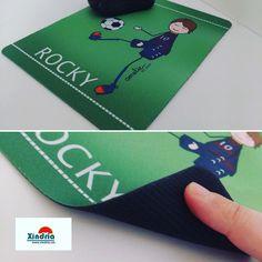 En Rocky està ben content amb la seva alfombreta personalitzada amb un disseny de @amelie_by_rous   #xindriacat #fetaquí #fetaqui #fetagirona #encatala #encatalà #ameliebyrous #mousepad