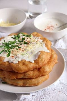 Crispy Hungarian fried bread Langos - topped with garlic sour cream and grated cheese or simply sprinkled with sugar. Hungarian Cuisine, European Cuisine, Hungarian Recipes, Romanian Recipes, Hungarian Bread Recipe, Hungarian Desserts, Hungarian Cake, Scottish Recipes, Turkish Recipes
