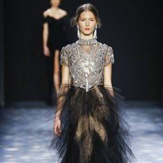 See all the Collection photos from Marchesa Autumn/Winter 2016 Ready-To-Wear now on British Vogue Marchesa 2016, Fall Winter, Autumn, Vogue Paris, Fashion Week, Ready To Wear, Formal, How To Wear, British