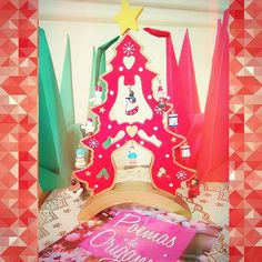 Feliz natal! #merrychristimas #feliznatal #tsuru #origami #book #livro #especial #25december #christmastree #star #greenandred #peace #love #presentes #surprise #poemasdeorigami #santaclaus