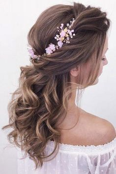 Flower Crown Hairstyle, Crown Hairstyles, Bride Hairstyles, Bridesmaid Hairstyles, Hairstyles Haircuts, Messy Wedding Hair, Elegant Wedding Hair, Wedding Bride, Wedding Reception