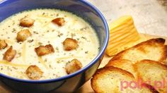 Jeśli chcesz, aby zupa była solidniejsza, przyrządź ją na mięsnym bulionie – może być z kostki, a zamiast szynki dodaj do potrawy podsmażone paski boczku