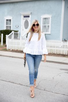 An Ode to High Rise Jeans (Suburban Faux-Pas) Casual Fall Outfits, Casual Dresses, Summer Outfits, Cute Outfits, White Top And Blue Jeans, White Tops, Professional Outfits, Street Style, Fashion Outfits