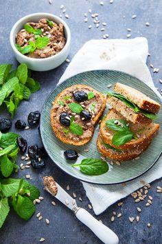 Pâté vegan olives & tournesol - 100 % Végétal | Cuisine vegan Veggie Recipes, Sweet Recipes, Healthy Cooking, Cooking Recipes, Most Delicious Recipe, Vegan Appetizers, Brunch, Vegetable Pizza, Coco