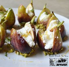 Ricotta-Stuffed Figs - This elegant dish works great as an appetizer or even dessert. Ricotta-Stuffed Figs - This elegant dish works great as an appetizer or even dessert. Fig Recipes, Cooking Recipes, Tapas Recipes, Crab Recipes, Party Recipes, Cooking Time, Beef Recipes, Recipies, Comidas Lights