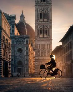 Have you ever seen Piazza del Duomo in Florence at dawn? Italy Map, Tuscany Italy, Italy Travel, Italy Italy, Greece Travel, Europe Destinations, Florence Italy, Travel And Tourism, The Best
