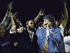 Former Beatles Ringo Starr and Paul Mccartney Performing People Premium Photographic Print - 61 x 46 cm Beatles Album Covers, Beatles Albums, Beatles Poster, The Beatles, Paul Mccartney Ringo Starr, Twist And Shout, Vintage Art Prints, Fleetwood Mac, People Art