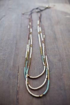 Collier Boho mixte / Brown crémeux blanc or collier par BlueBirdLab