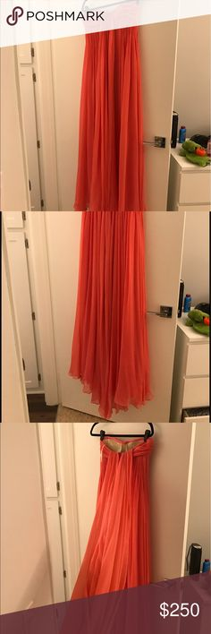 NWT Halston Heritage Tulip dress NWT halston heritage tulip (pink) dress! Org 875!!! Has a small train and a built in bra. Absolutely stunning on. Halston Heritage Dresses Strapless
