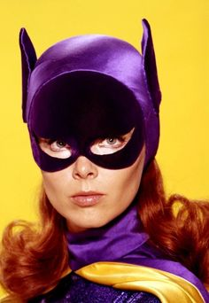 Adam West Batman and Yvonne Craig Batgirl Yvonne Craig, Batman Y Robin, Batman 1966, Batman Gif, Batman Logo, Superman, Batman Tv Show, Batman Tv Series, Dc Batgirl